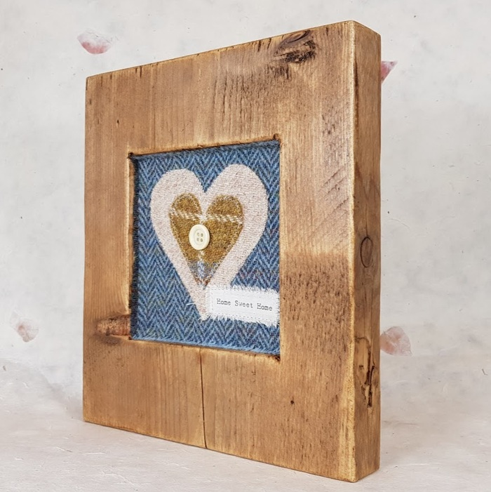 RUSTIC WOODEN FRAME WITH HARRIS TWEED APPLIQUE (Home Sweet Home) Detail 2