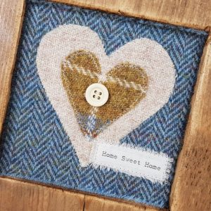 RUSTIC WOODEN FRAME WITH HARRIS TWEED APPLIQUE (Home Sweet Home) Detail