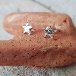 HAMMERED STAR SHAPED STUDS