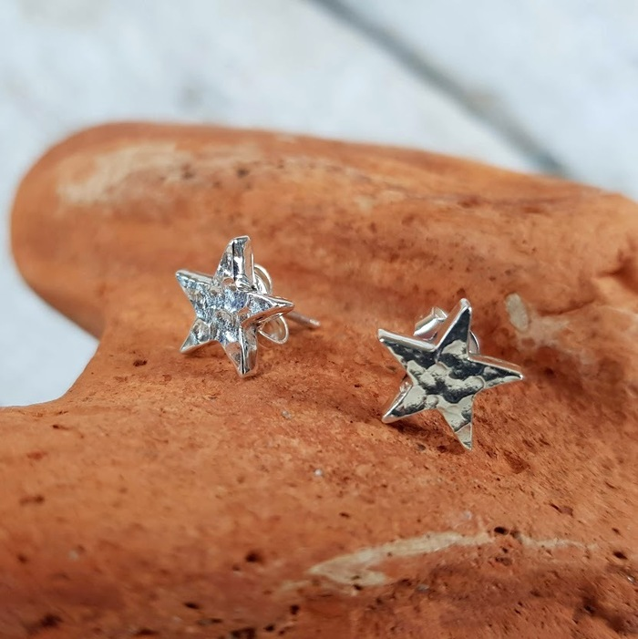 HAMMERED STAR SHAPED STUDS DETAIL