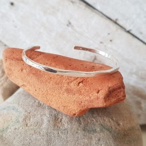 SIMPLE FACETED SILVER BANGLE