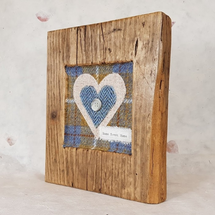 RUSTIC WOODEN FRAME WITH HARRIS TWEED APPLIQUE (Home Sweet Home) DETAIL 2,