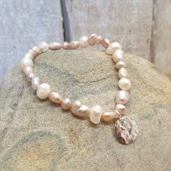 OYSTER FRESHWATER PEARL BRACELET WITH SILVER DISC CHARM