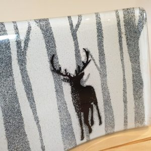 CURVED GLASS PANEL STAG IN THE FOREST, DETAIL 2