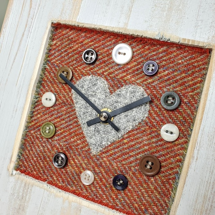 RUSTIC WOODEN CLOCK WITH HARRIS TWEED FACE DETAIL 2 RUSTHERRGREYH