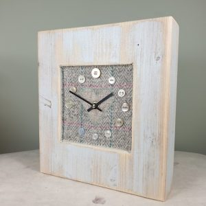 RUSTIC WOODEN CLOCK WITH HARRIS TWEED FACE DETAIL NATCHECKH