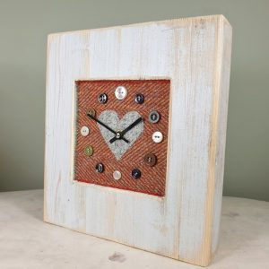 RUSTIC WOODEN CLOCK WITH HARRIS TWEED FACE DETAIL RUSTHERRGREYH