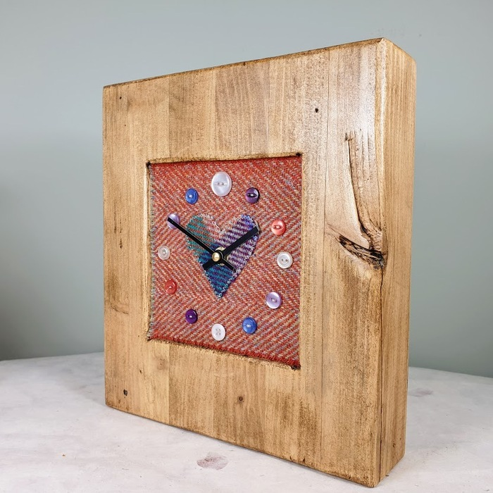 RUSTIC WOODEN CLOCK WITH HARRIS TWEED FACE DETAIL RUSTHERRH