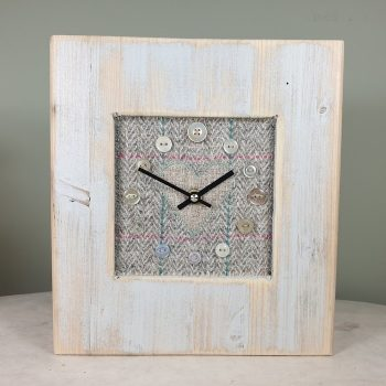 RUSTIC WOODEN CLOCK WITH HARRIS TWEED FACE NATCHECKH
