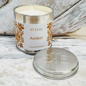 AMBER SCENTED CANDLE TIN DETAIL