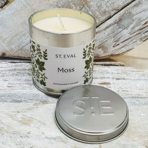 MOSS SCENTED CANDLE TIN DETAIL