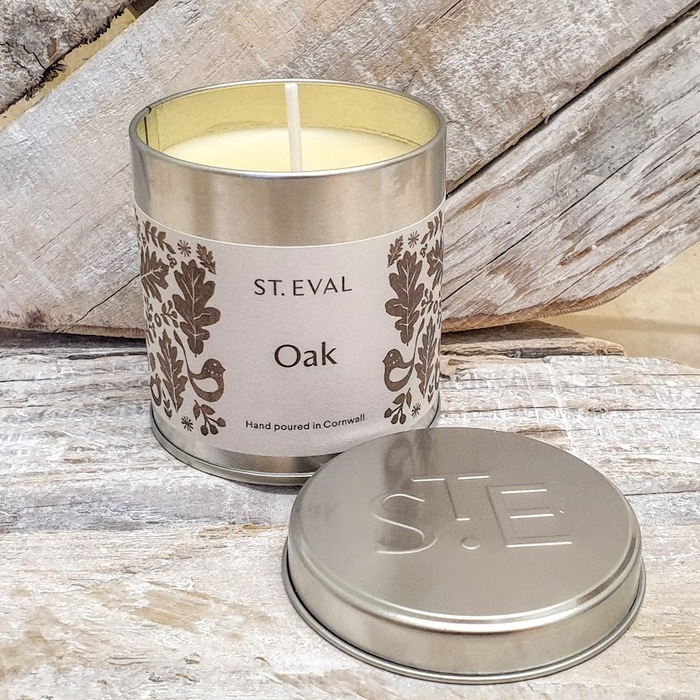 OAK SCENTED CANDLE TIN DETAIL