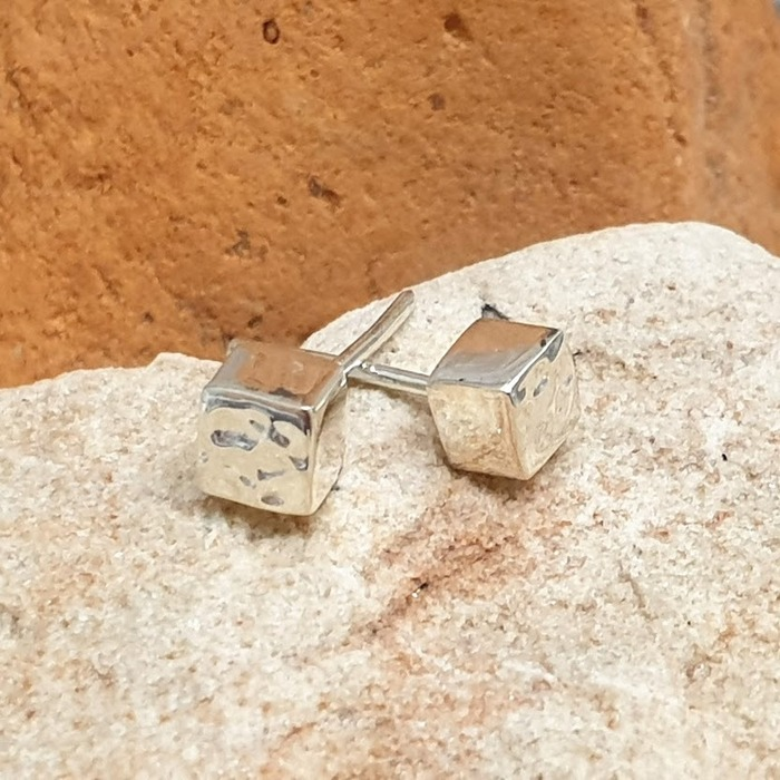 SILVER STUD CUBE DETAIL