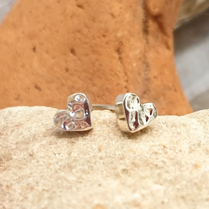 SILVER STUDS HAMMERED HEART DETAIL