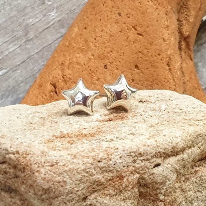 SILVER STUDS TINY PUFFY STAR
