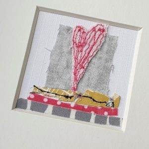 SMALL EMBROIDERED HEART PICTURE DETAIL