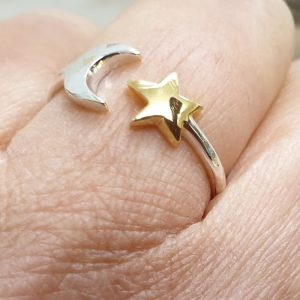 ADJUSTABLE STERLING SILVER MOON AND STAR RING DETAIL