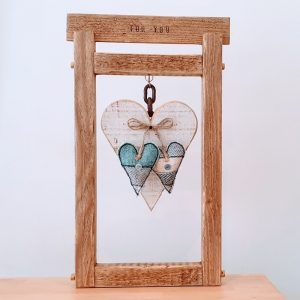 OPEN WOODEN FRAME WITH HEARTS